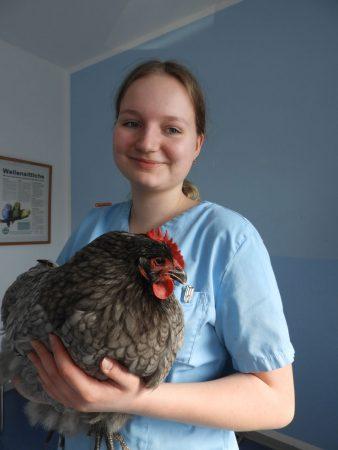 Auszubildende Lea Hülsmann Tierarztpraxis für Vögel Schnebel und Zinke Lotte